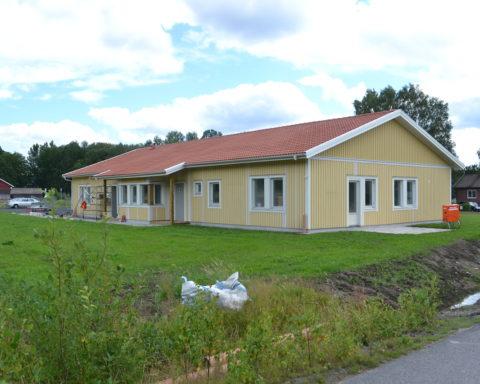 Byggdes om till hyreslägenheter i Sjövik.