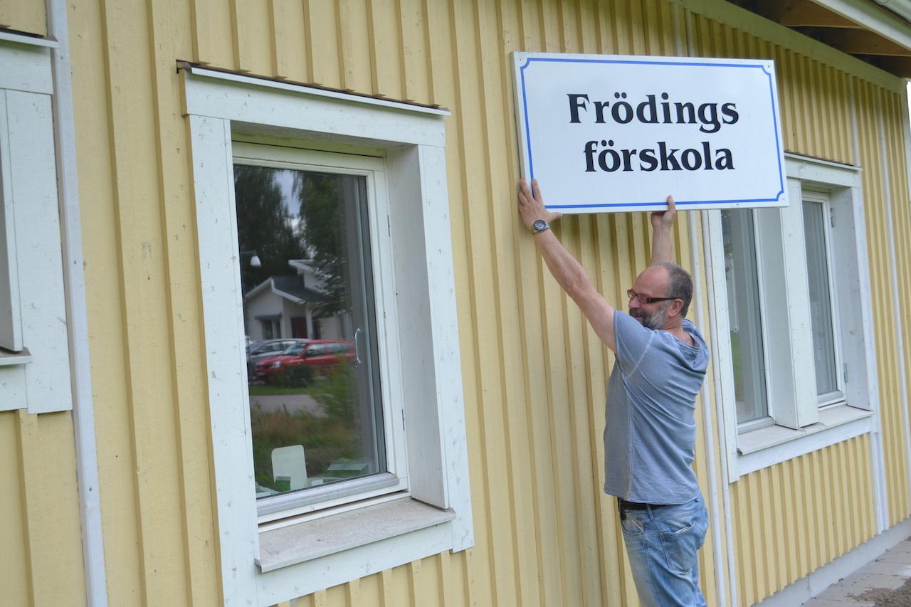 Dags att ta ner skylten? Föskolepaviljongerna blir hyreslägenheter i Sjövik.